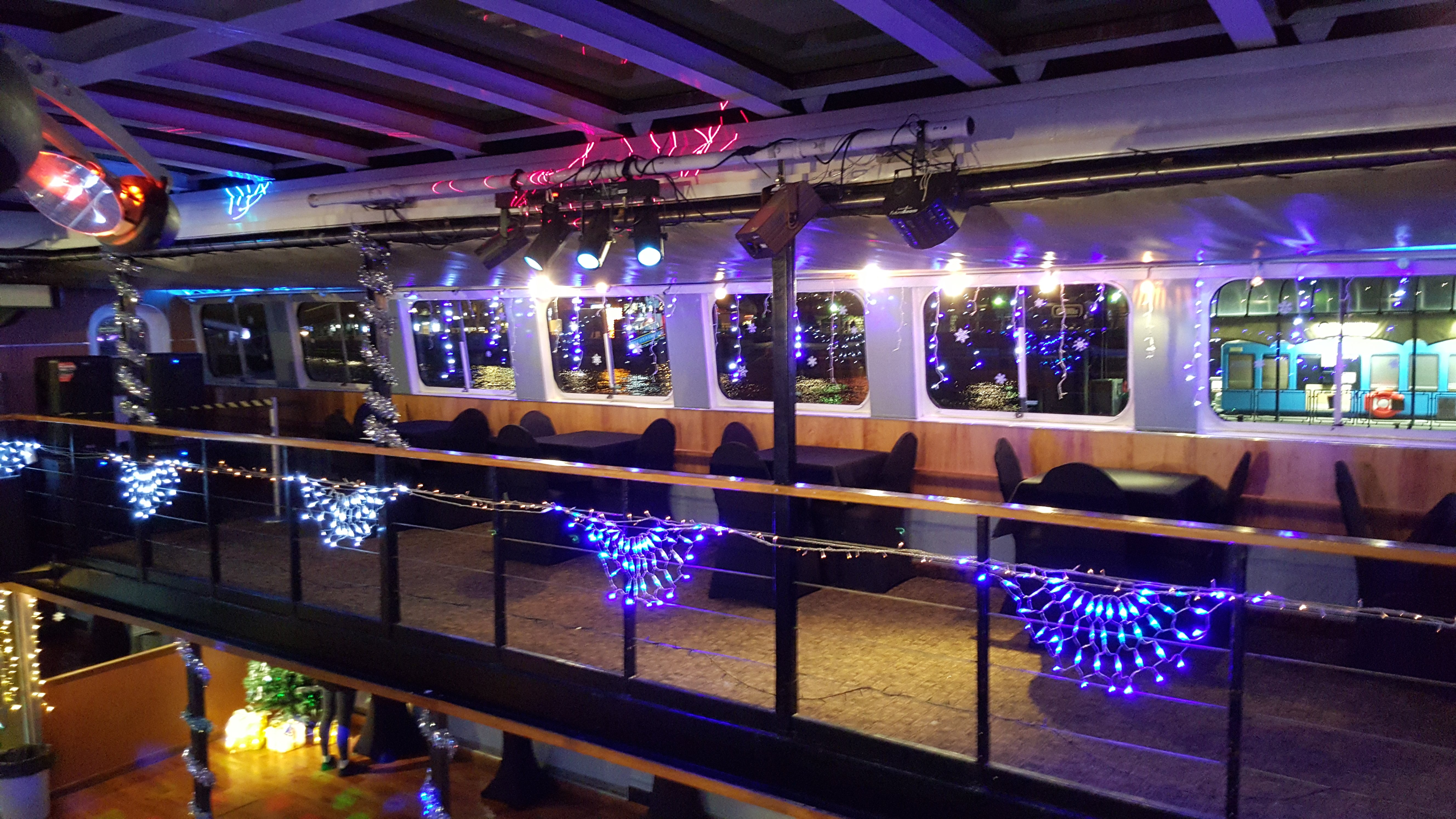 Book your ticket for the Jewel of London NYE party boat cruise